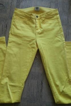 Geltonos kelnės