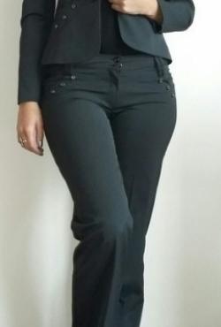 Tamsus moteriskas kostiumelis
