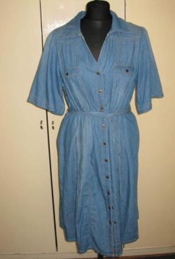 džinsinio audinio suknelė trumpomis rankovėmis su diržu