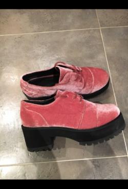veliūriniai batai su platforma