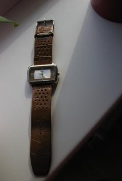 Laikrodis plačia odine apyranke