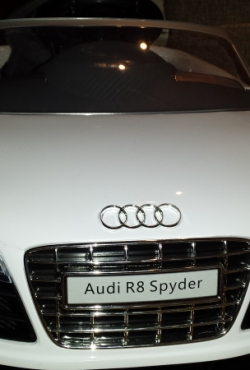 Elektromobilis Audi R8 Spyder