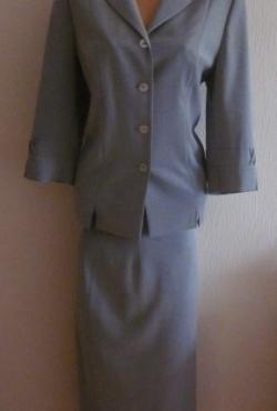 Pilkas kostiumėlis