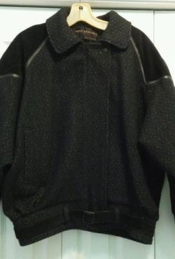 Demisezoninis David Benjamin kolekcijos juodas siltas svarkas su odos detalemis
