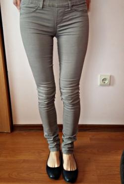 Pilkai - rudos kelnės