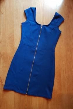 Mėlyna aptempta suknelė