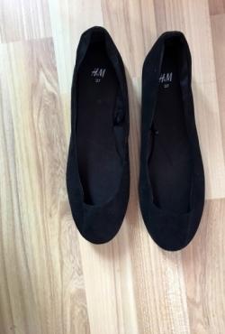 Juodos naujos balerinos