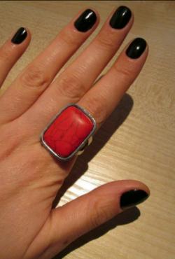Raudonas masyvus žiedas