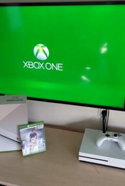 Xbox One S konsolė + FIFA16