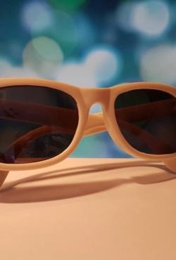 Balti akiniai nuo saulės