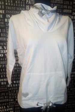 Baltas džemperis su galvos gaubtu