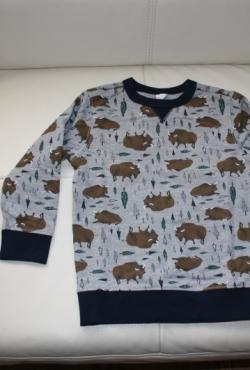 Šiltas, naujas džemperis 4 m. berniukui su jaučiais ar stumbrais.