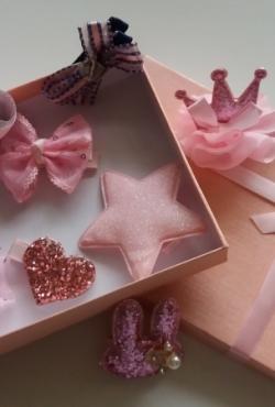 Rožinis segtukų plaukams komplektukas su dėžute