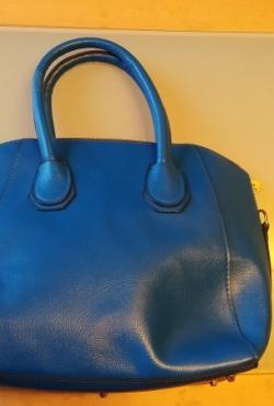 mėlyna rankinė